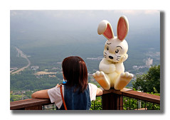 (Lucía Castillo) Tags: white mountain lake rabbit verde green blanco girl japan canon lago japanese fuji chica conejo vista montaña japonesa japon niebla mirador kawauchi kawaguchilake superlativas