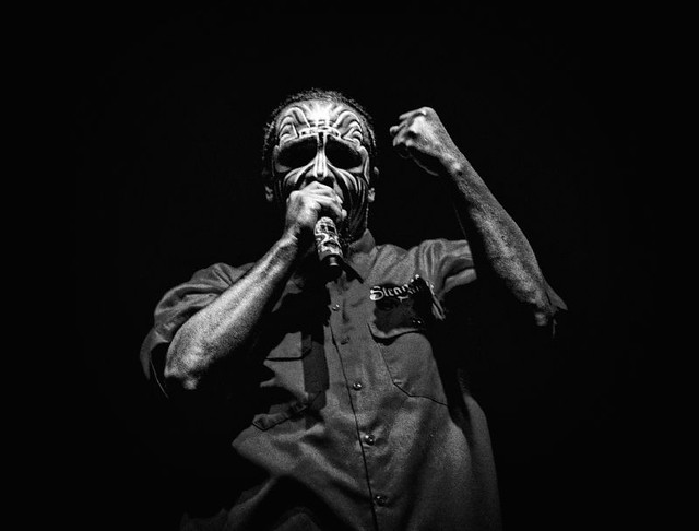Tech N9ne Spits On Stage