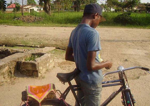 Un Tolekiste dans une rue de Kisangani