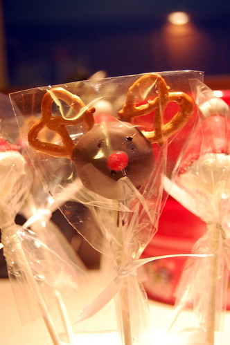 Christmas Cupcake Pops 01
