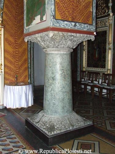 Coloana din interiorul Catedralei