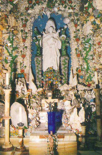 Grotto Inside2