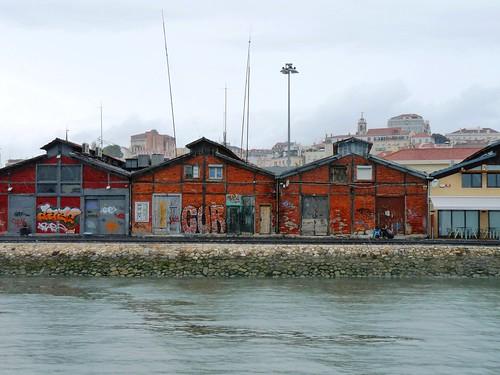 LISBONNE - CROISIERE - Les Docks - Depuis le TAGE   by ondiraiduveau