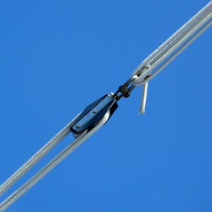 High tension ... but with flexibility! (Anne*) Tags: blue sky cuba rope diagonal bleu explore ciel tension 2008 voile pulley voilier flexibility diagonale corde poulie relation attache souplesse bootoitaussi annedhuart