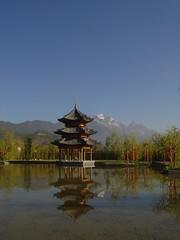 Pavillion in the Yard (J.L.Wu) Tags: yunnan lijiang banyantree april2008