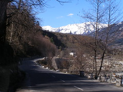 Highway leading to Manali (pallav moitra) Tags: manali himachal kulu