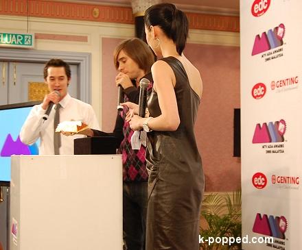 mtv awards asia 2008 host jared leto reveals goldbar