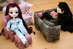 The girls chilling at home (birdie's stuff) Tags: toy toys doll dolls pullip chill collectibles aga nomado dollfurniture type2 junplanning mangopark dollchair cheonsangcheonha smallcomfortcom dollsofa dollloveseat dollottoman grooveinc artgratiaartis storesebaycomsmallcomfort
