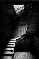 Beelitz: Light at the end of the stairs (Ole Begemann) Tags: light blackandwhite bw postprocessed abandoned monochrome stairs hospital germany geotagged deutschland graffiti licht ruins decay neglected steps stairwell staircase vandalism sw weathered railing sanatorium 2008 derelict brandenburg hdr krankenhaus rundown verlassen ruinen eastgermany stufen treppen treppenhaus gelnder verwittert vandalismus photomatix soviets militaryhospital beelitzheilsttten tonemapped beelitz 5xp potsdammittelmark sowjets vernachlssigt heilsttten beelitzheilstaetten schwarweis militrkrankenhaus original:filename=2008080320d032962032966hdr16