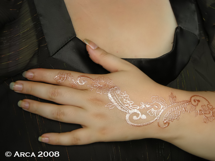 Mica powder used as a fake tattoo