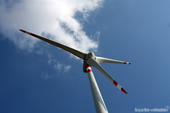wind power (HiSpAnIcO[reloaded]) Tags: sky clouds canon eos energy nuvole power wind pale potenza cielo turbine progresso vento centrale energia eolica elica pulito supershot risorsa 450d abigfave rinnovabile aplusphoto goldstaraward