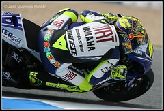WORLD CHAMPION AGAIN!!!. Bravo Dottore (elyuyu) Tags: espaa spain fiat bridgestone racing grandprix doctor yamaha gran motogp motorbikes espagne rossi dottore spanien gp yuyu 46 jerez valentino motorcycling circuito premio valentinorossi dainese granpremio motociclismo agv