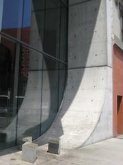 Museum Wall Curvature (puroticorico) Tags: city ohio history architecture modern river campus university cincinnati architect