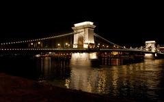 Lánchíd / Chainbridge (.masa.) Tags: river ut nikon budapest bp duna parlament masa híd attila tábla d40 hiba éjszaka jozsefvaros kés nyocker lépcsőház folyó csöves alagút vér platinumphoto lanchíd hajléktalan joecity masatee klarkádámtér