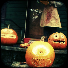 2008_1027Image0046.1ua (frankensteinsbride1313) Tags: orange halloween face faces carving porchpumpkins anscoanscoflexfujifinepixs7000ttvthroughtheviewfinderpumpkinsjackolanternsurbanacid