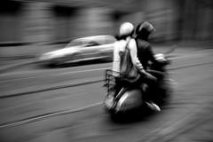 e pur si muove (amemainda) Tags: strada vespa milano urbanjungle due sfidephotoamatori cronacheurbane quasipanning