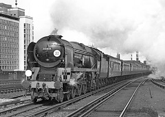 MN no.35019 'French Line CGT' on the Bournemouth Belle. Vauxhall. 13 April 1963 (ricsrailpics) Tags: uk bw steam vauxhall 1963 bulleid merchantnavyclass exsr bournemouthbelle uksteampool