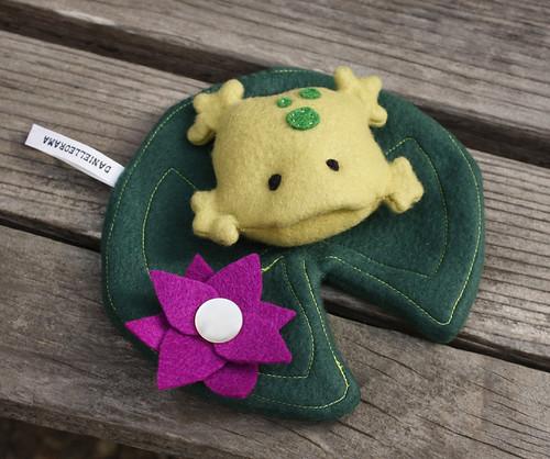 Froggy w/lilypad!