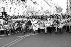 L'onda anomala... (alternativevisuali) Tags: roma universit protesta studenti corteo sapienza mareggiata ribelli movimentostudentesco ondaanomala ribellarsi no133 alternativevisuali nogelmini