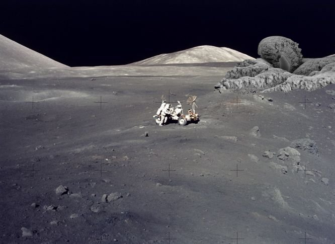 astronauts find structures on moon - photo #5