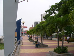 Malecón 2000 on the Simón Bolívar boardwalk