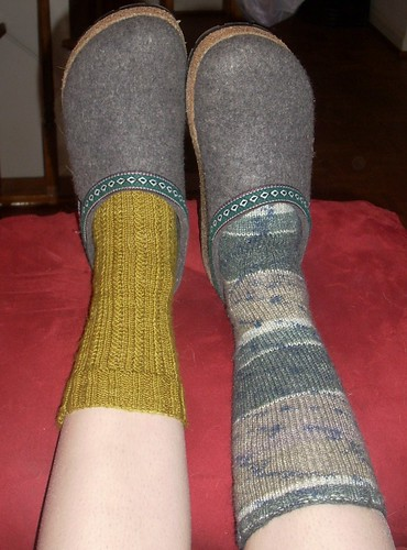 delinquent sock knitter with GREAT new clogs!
