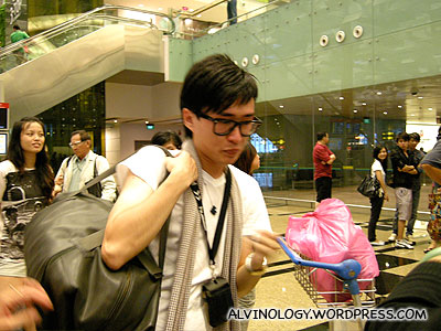 Melvin leaves for London to follow his dream - Alvinology