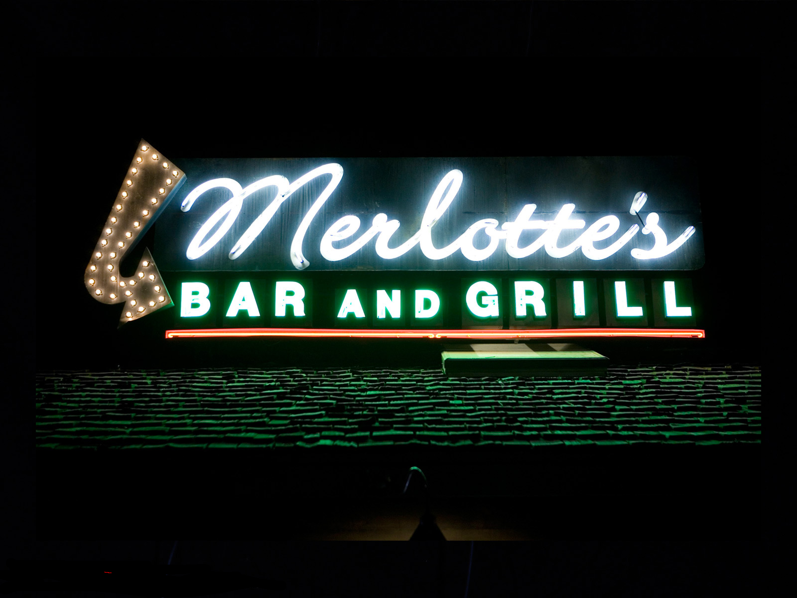 merlottes-bar-and-grill-1600