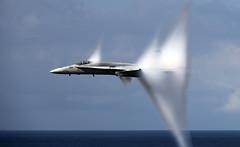 [フリー画像] 乗り物, 航空機, 戦闘機, F/A-18 ホーネット, アメリカ海軍, 201106102300