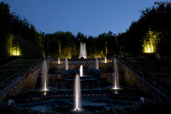 Bosquet aux 3 Fontaines (2/3) (D.M.C.M) Tags: france monument fountain night garden europe grove nacht jardin unesco versailles mh 78 fontaine nuit iledefrance nocturne  jetdeau   bosquet watershoot  furansu  niwa grandeseaux  yvelines worldheritagesites   funsui  chteaudeversailles  yoru monumenthistorique 450d  dmcm  grandeseauxnocturnes  jeongwon worldheritagessites  fgu peulangseu yroppa