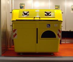 Contenedor amarillo adaptado