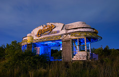 Carney's Corny Dogs (Noel Kerns) Tags: abandoned dogs night louisiana neon corny shreveport carneys