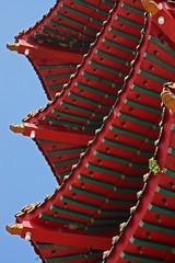 Sibu temple - Malaysia (Bertrand Linet) Tags: roof red arquitetura architecture canon religion buddhism sarawak malaysia buddhisttemple sibu chinesetemple teto archi 5photosaday earthasia bertrandlinet