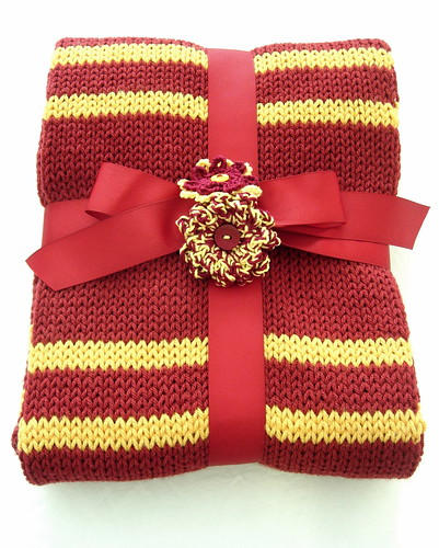 Knitting Pattern For Gryffindor Scarf : tasket basket crafts: Gryffindor Scarf: POA (Trapped Bar ...