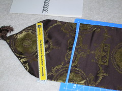 Making a messenger bag with a tablerunner (3)