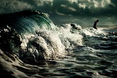 Malamar (Ibai Acevedo) Tags: barcelona sea cloud beach water persona mar agua bcn wave playa salida scared seco nube ola corriente fuera asustado masnou fuerza nubarrn ocata rendido innadable ahogante
