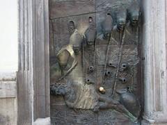 """Un zoom sur la """"jolie"""" porte… (JmZ Florent) Tags: voyage door travel canal arty christ capital jesus slovenia ljubljana porte slovénie évêque"""