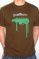 Frankfurter Grie So T-Shirt (Bembel Bub) Tags: food art apple shirt deutschland hessen wine cider national mug bornheim frankfurter sachsenhausen souveniers tpferei soss gericht ebbelwoi schoppe ppler ppelwoi geripptes rustical grie pfelwein stffche stoeffche derbembel bembl bmbl kannenbclerland