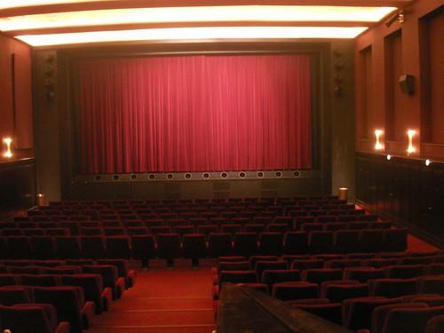 eskortere ekstra ark Dagmar teater biograf