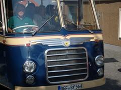 Shuttleservice ... (bayernernst) Tags: bus bayern deutschland september oldtimer 2008 omnibus neoplan landau reisebus kfz kraftfahrzeug oldtimertreffen kraftfahrzeuge auwärter auwärterneoplan 28092008 oldtimertreffenlandau landauadisar 3laundaueroldtimertreffen neoplansh30 auwärtermuseumpilsting sn200562