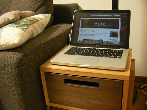 トコトコスツールに MacBook のせてみた