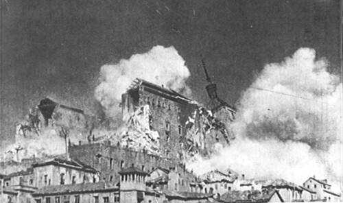 Explosión de la mina colocada bajo el torrón suroeste del Alcázar de Toledo