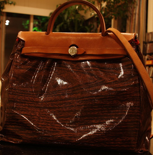 Herbag with wood grain oilcloth cover