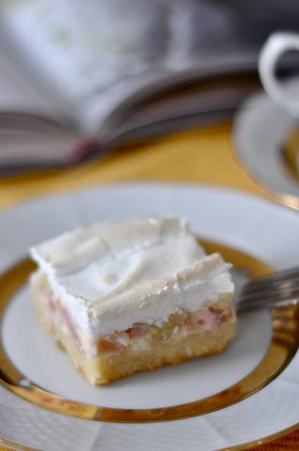 rabarbri-beseekook/rhubarb and meringue cake