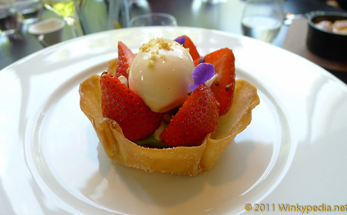 Summer tart at Dinner by Heston