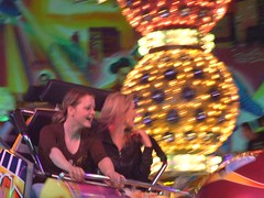 Coesfeld - Pfingstkirmes - funfair (xmyrxn) Tags: girls motion girl laughing fun jung fairground young carousel fair finepix bewegung nrw colored fujifilm lachen coloured kirmes mädchen breakdancer bunt lichter münsterland westfalen pfingsten carusel pentecost rummel jahrmarkt spas karussel pentecoste kermess coesfeld kermes pfingstkirmes xmyrxn petecost
