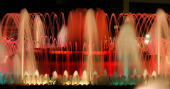 fontana magica (el_mo) Tags: barcelona madrid people espaa mountain monument water fountain valencia architecture spain magic fuente seville espana monte andalusia fontana almeria architettura modernismo barcellona montjuic spagna modernisme montjuc gaud plaa magica siviglia espanyol muontain muntjuic elpobleespanyol elpobleespanyolspainvillage