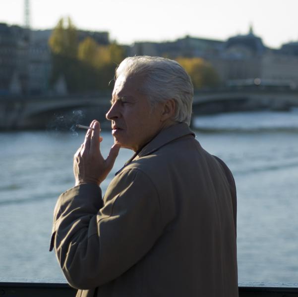 Fumeur sur le pont des arts