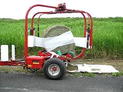 Wrapping Hay In Japan - Video (Bracus Triticum) Tags: japan video machine wrap hay fukuoka kotake ongariver 遠賀川