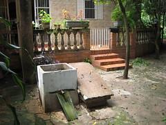 tanquinho da vo beatriz (parttimefarm) Tags: home brasil backyard chacara keeping echapora oldtimey